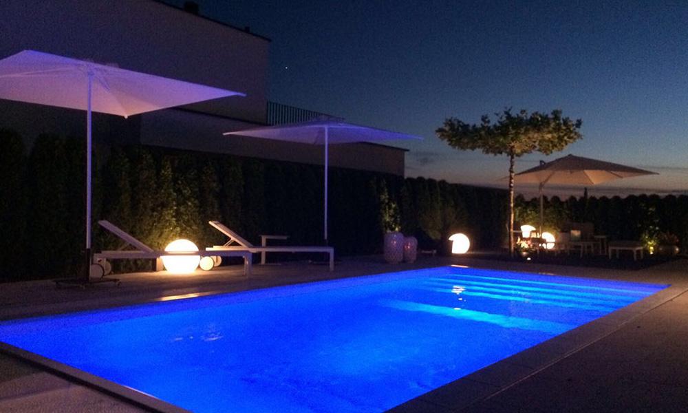 Pool in Zürich bei Nacht