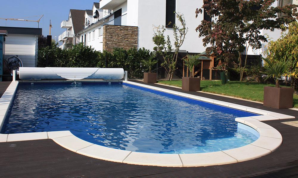 Swimmingpool Frankfurt mit Abdeckung