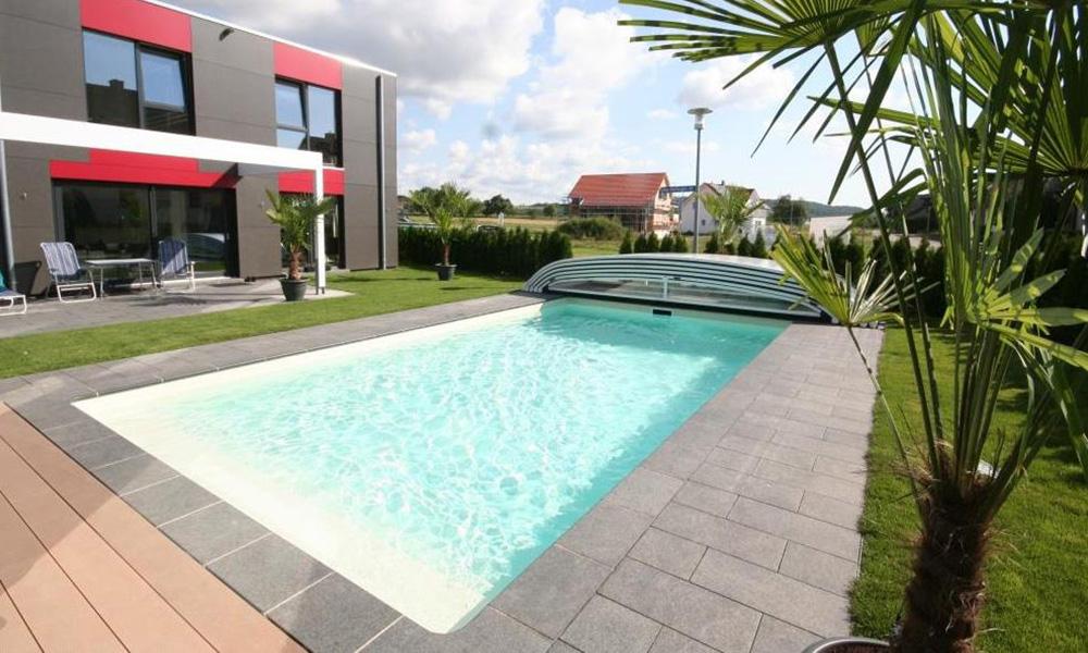 Swimmingpool Friedrichshafen mit Überdachung