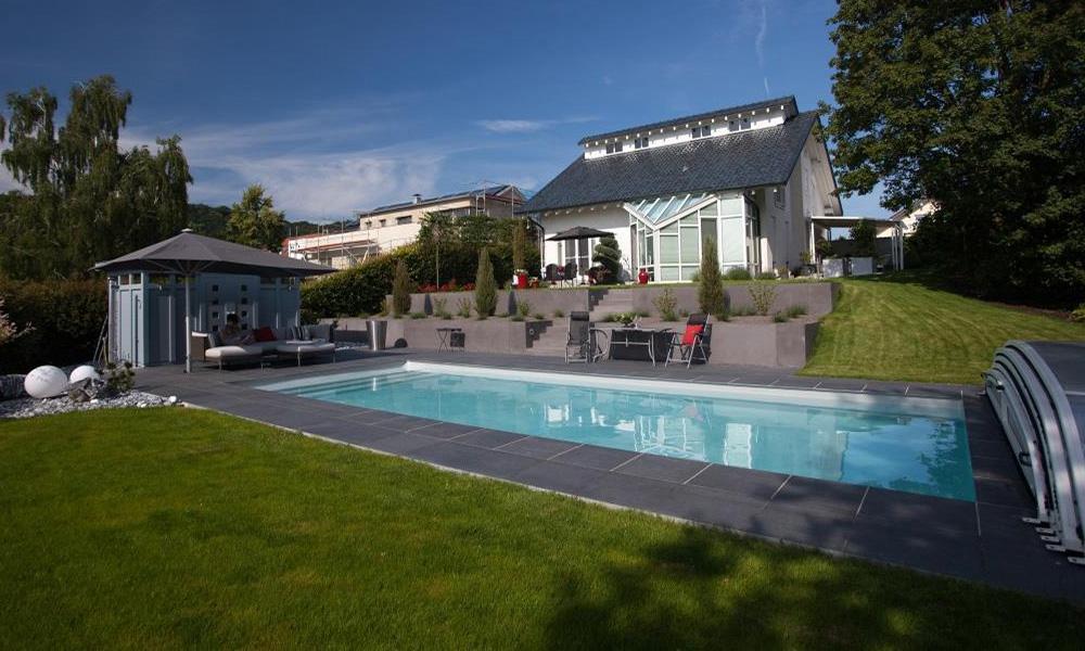 Swimmingpool Konstanz mit Überdachung