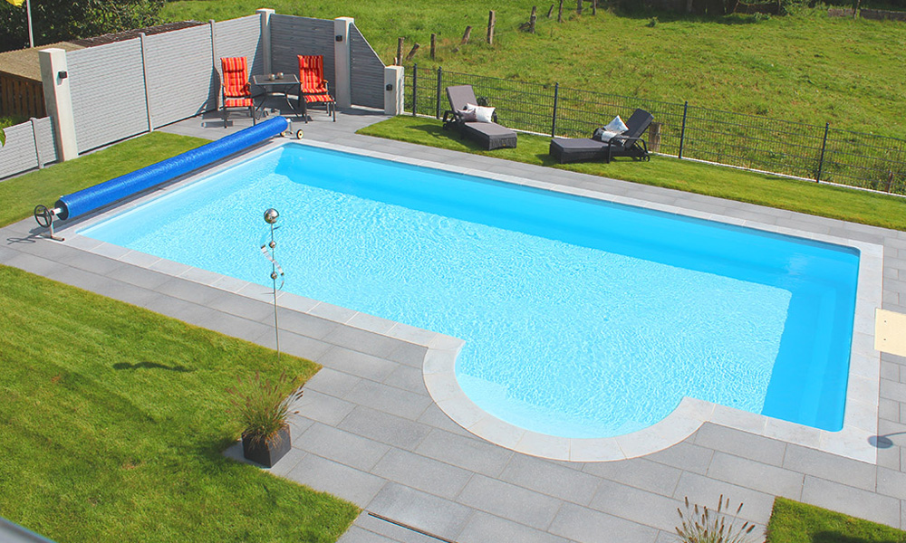 Swimmingpool mit Abdeckung Bielefeld römische Treppe