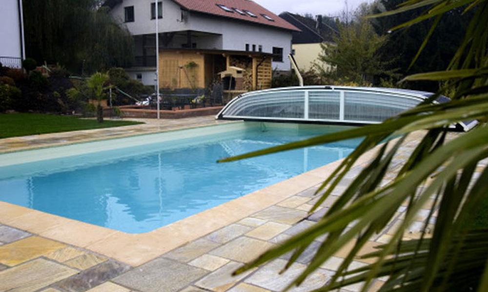 Swimmingpool Saarlouis mit Überdachung