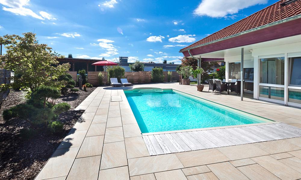 Terrasse mit Pool Desjoyaux