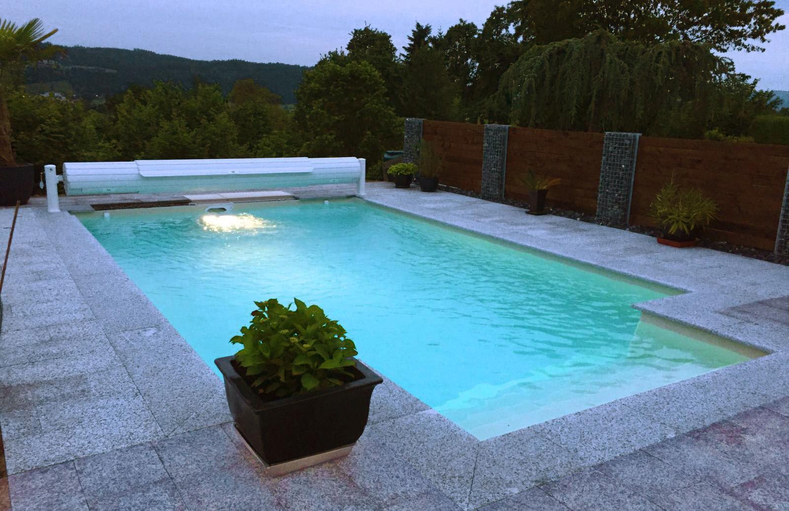Swimmingpool beleuchtet Wetzikon