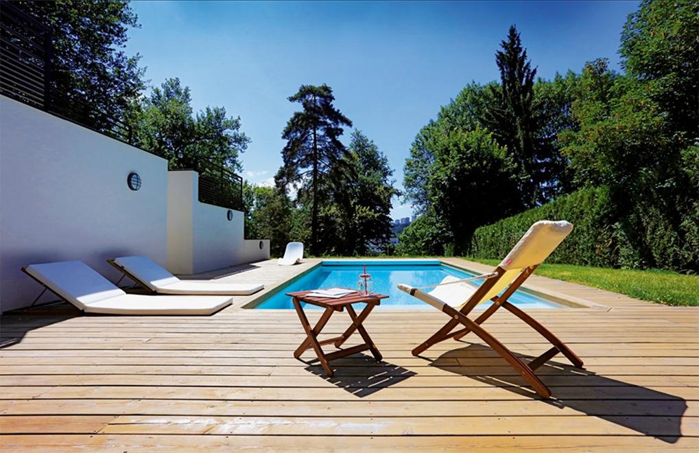 Terrasse mit Pool Untereggen